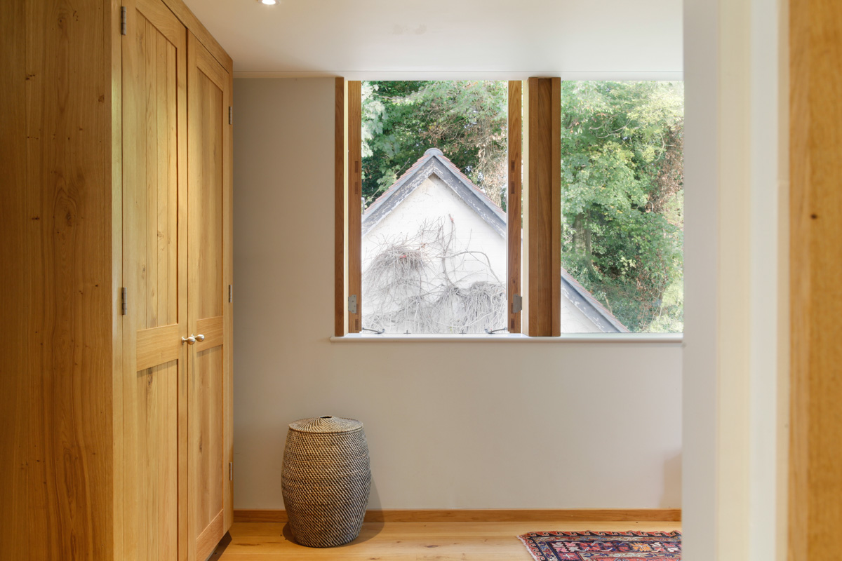 A Cantilevered Glazed Extension by Stephen Marshall Architects Wardrobe