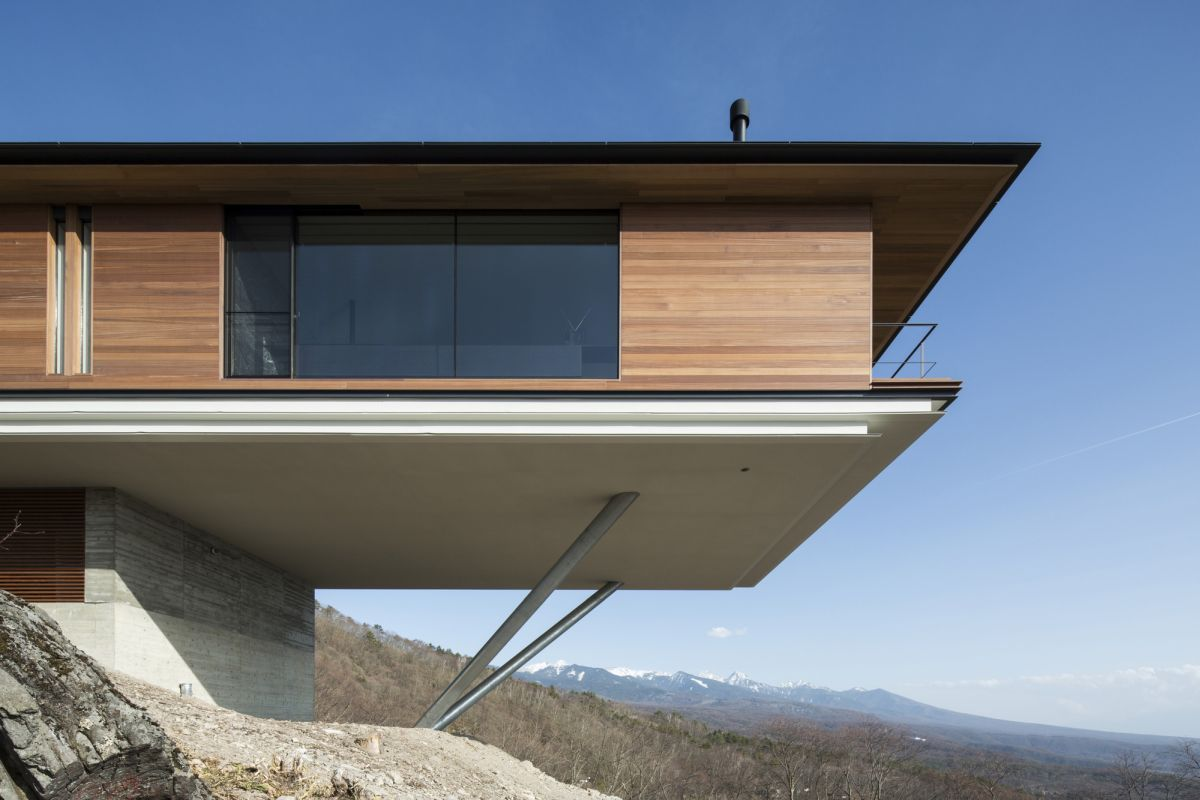 The architects kept the palette of materials and colors very simple throughout in order to allow the emphasis to be on the views