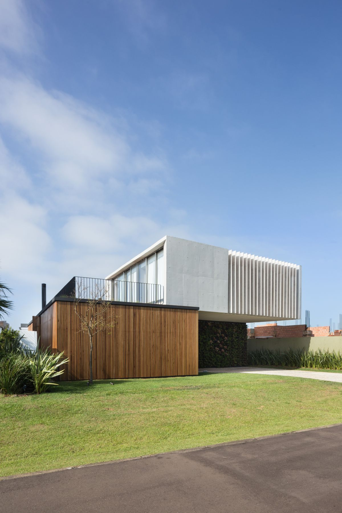 Angle view of Enseada House in Brazil