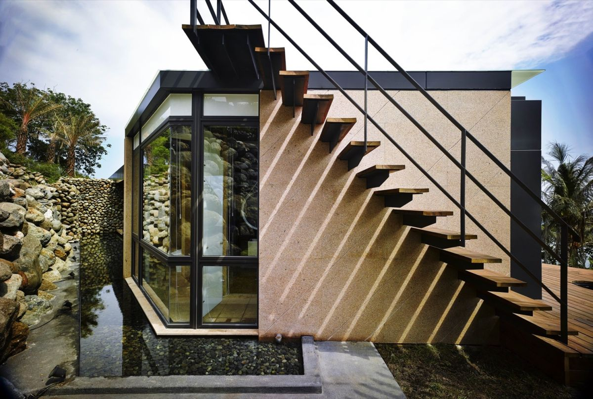 A'tolan house in Taiwan pebble pond