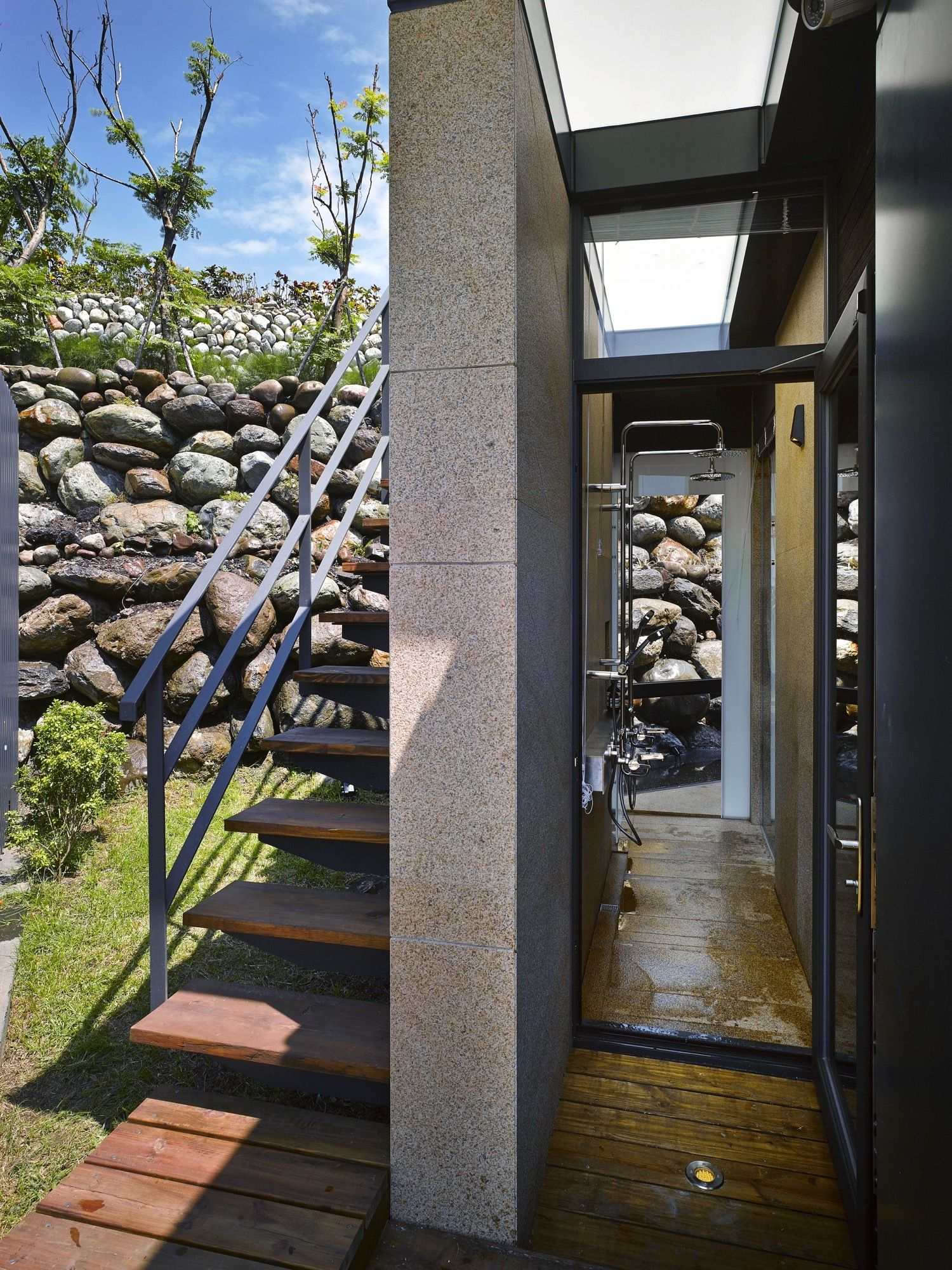 A'tolan house in Taiwan staircase