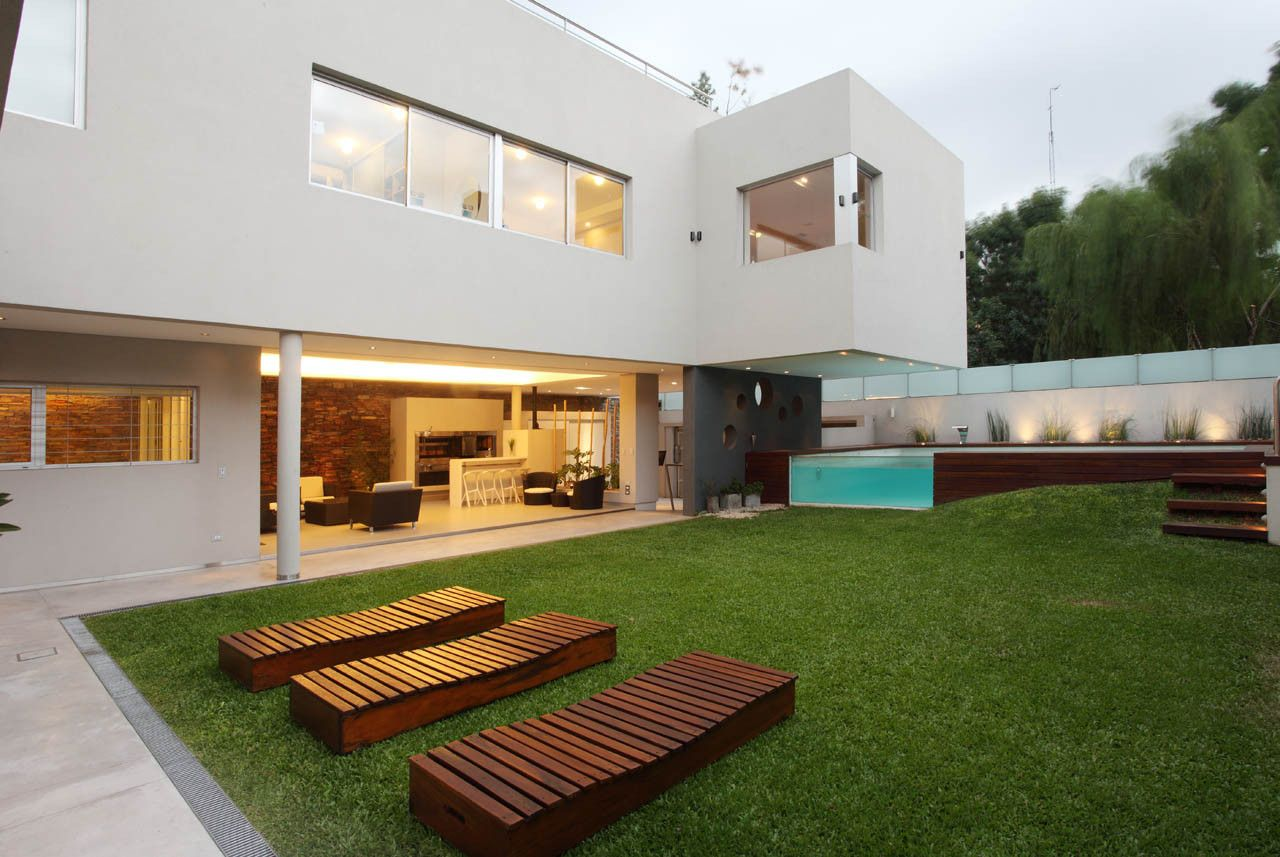 Backyard Devoto House by Andres Remy Arquitectos
