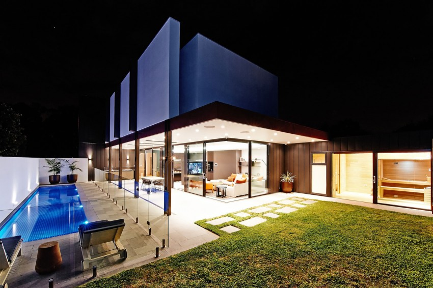 Beaumaris-White-House-outdoor-space-division