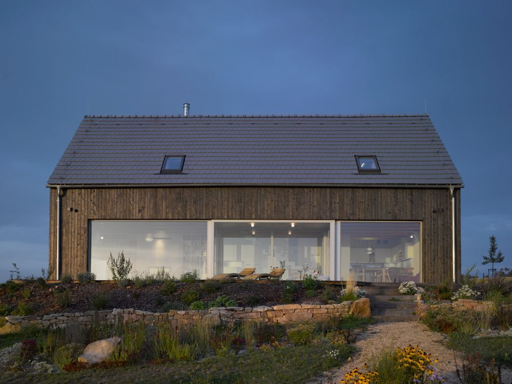 the glazed section of the facade opens the living spaces to the wonderful and panoramic views of the valley