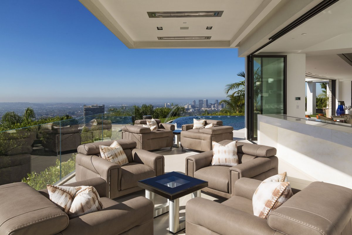 Beverly-Hills-mansion-outdor-lounge-area
