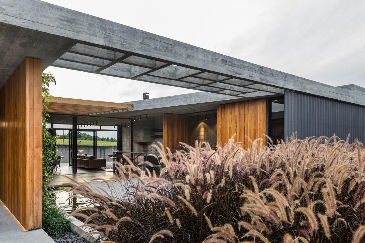 The inner courtyard is spacious but also cozy thanks to its enclosed nature