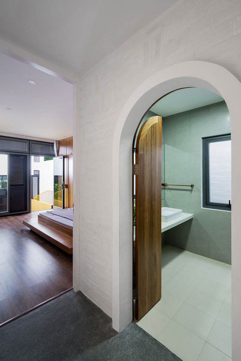 Can Tho House arched bathroom