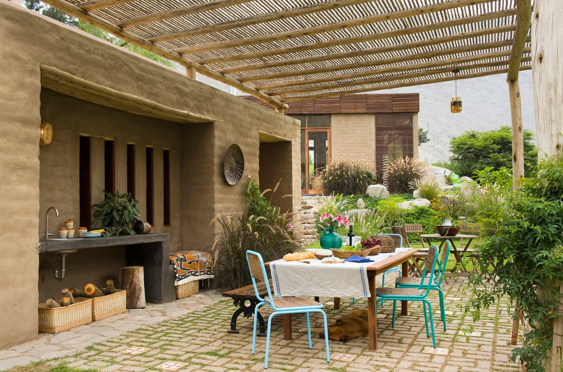 Casa Chontay outdoor dining area