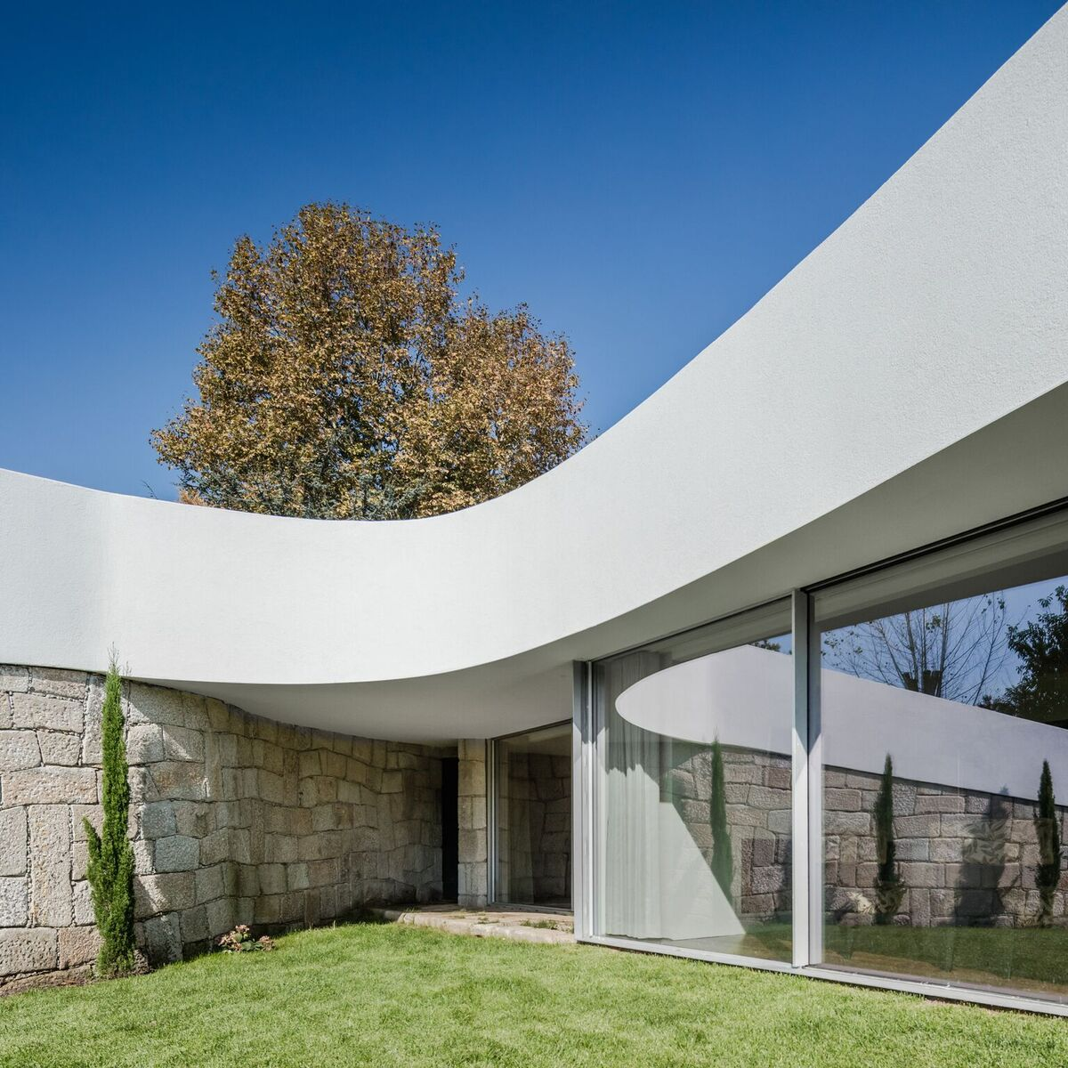 The southern part of the house featured this curving roof which extends to form a sun shade