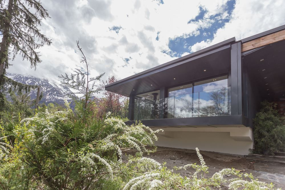 Chalet SOLEYÂ in France architecture cantilever structure