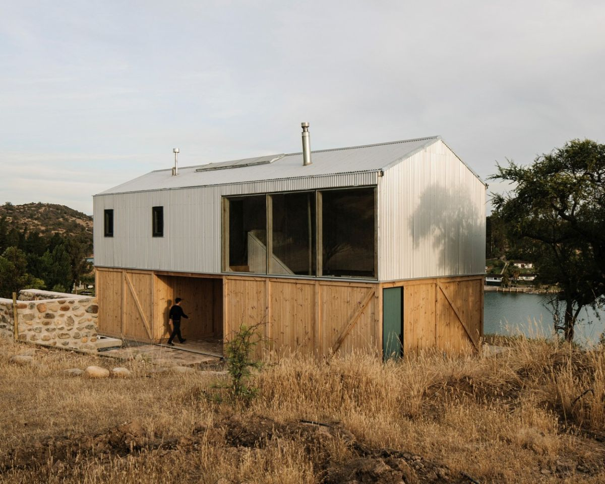 The top and bottom sections of the house have two very different and contrasting designs