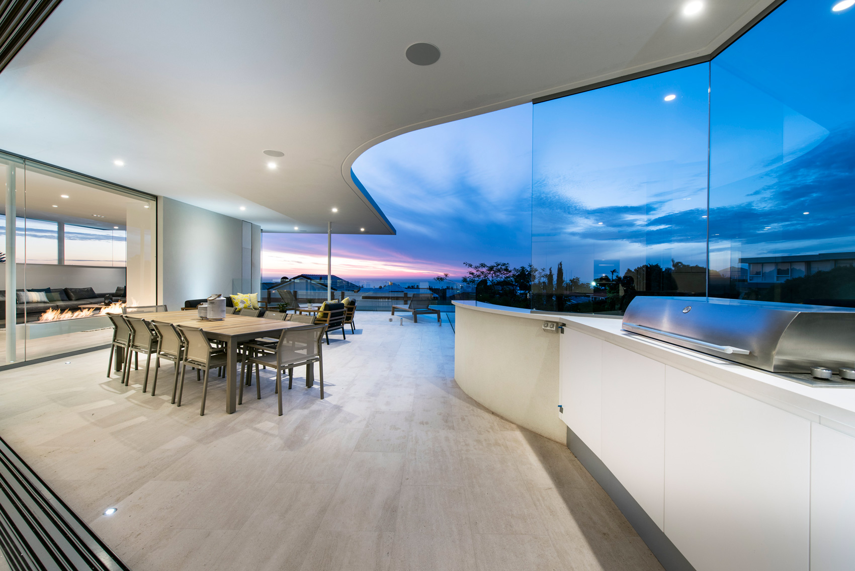 City-Beach-residence-outdoor-dining-space