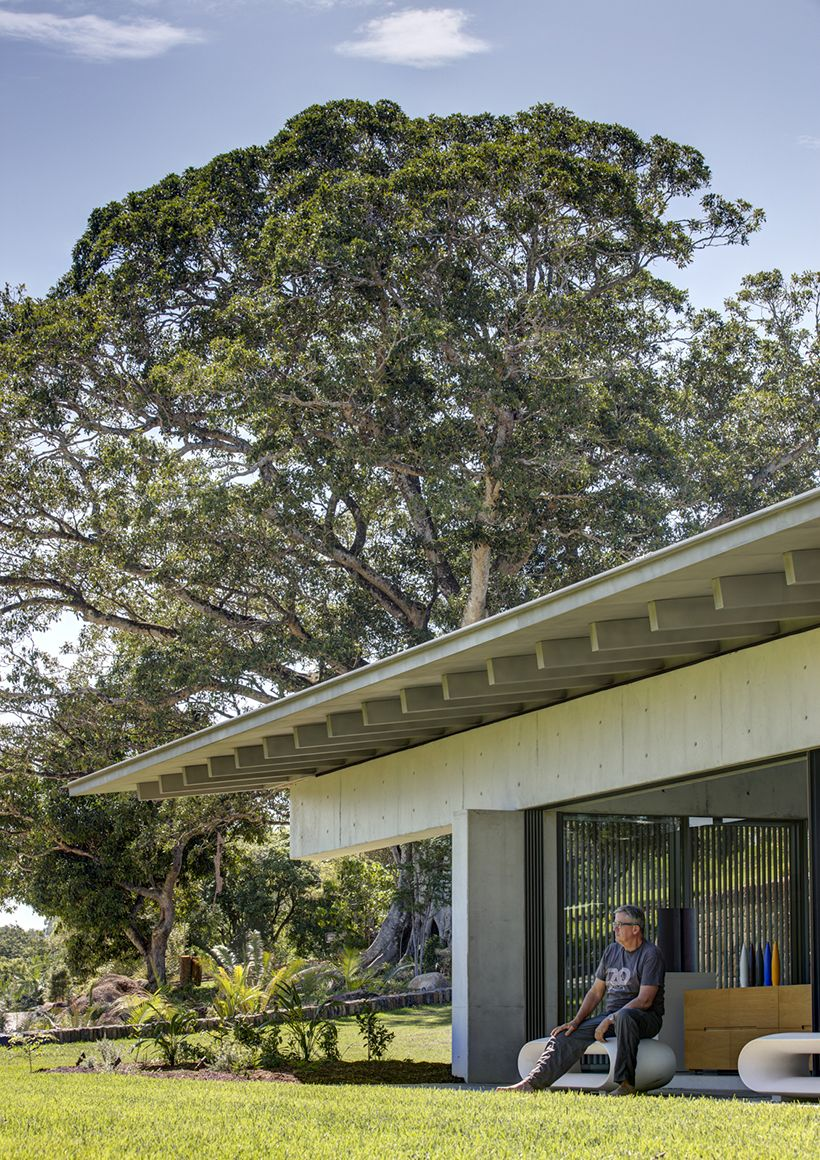 Naturally, the pavilion and the other structures on the estate have a close relationship with the landscape