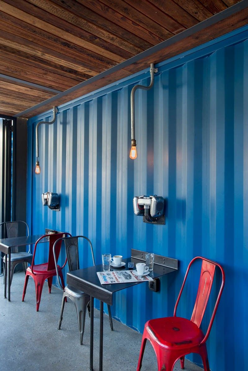 Coffee shop and showroom built with shipping containers - Metalic design
