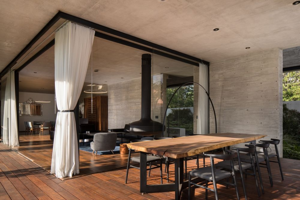 Natural light plays an important role throughout the residence, in particular the social areas on the ground floor
