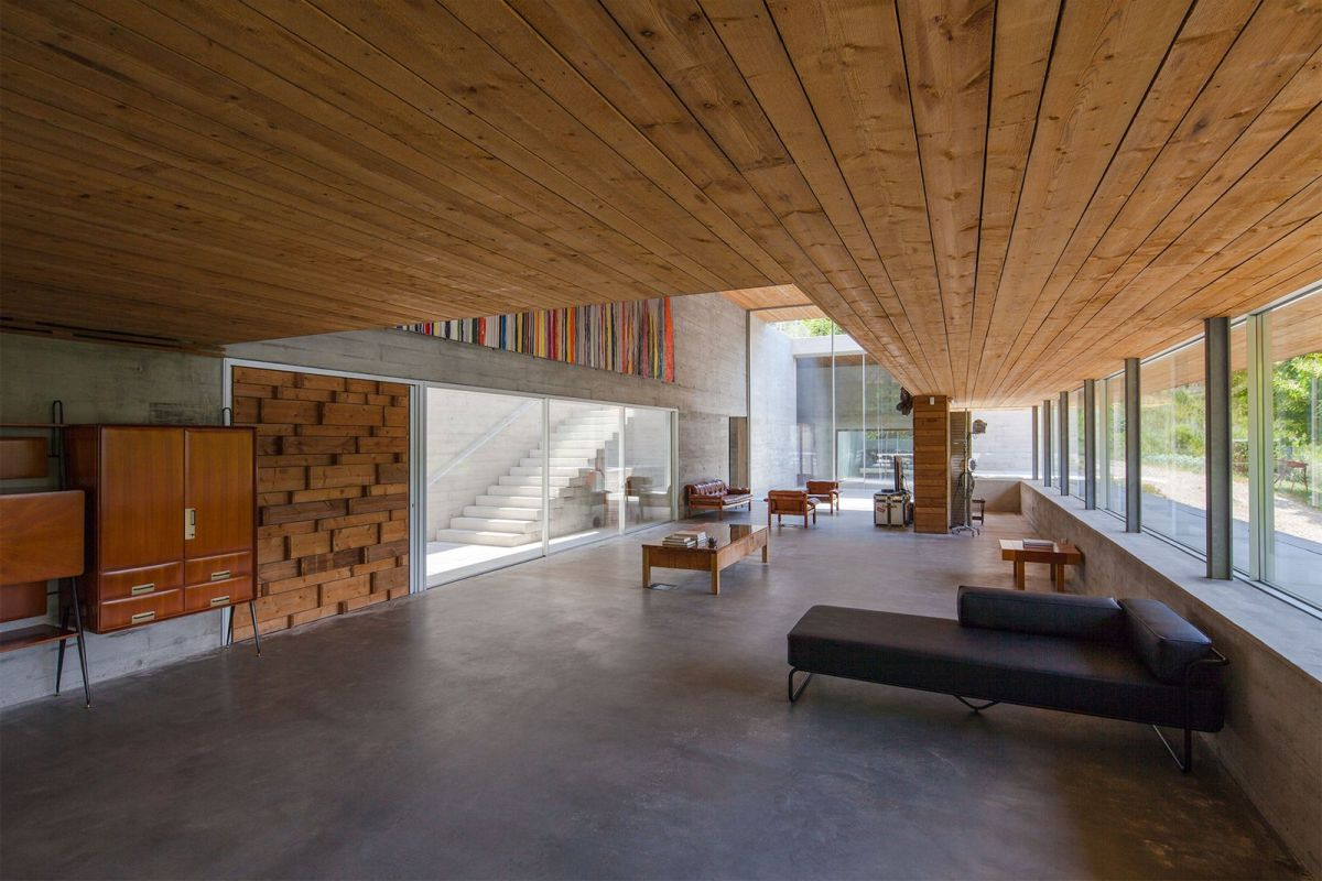 The house was designed to be a hybrid between a leisure and a work environment