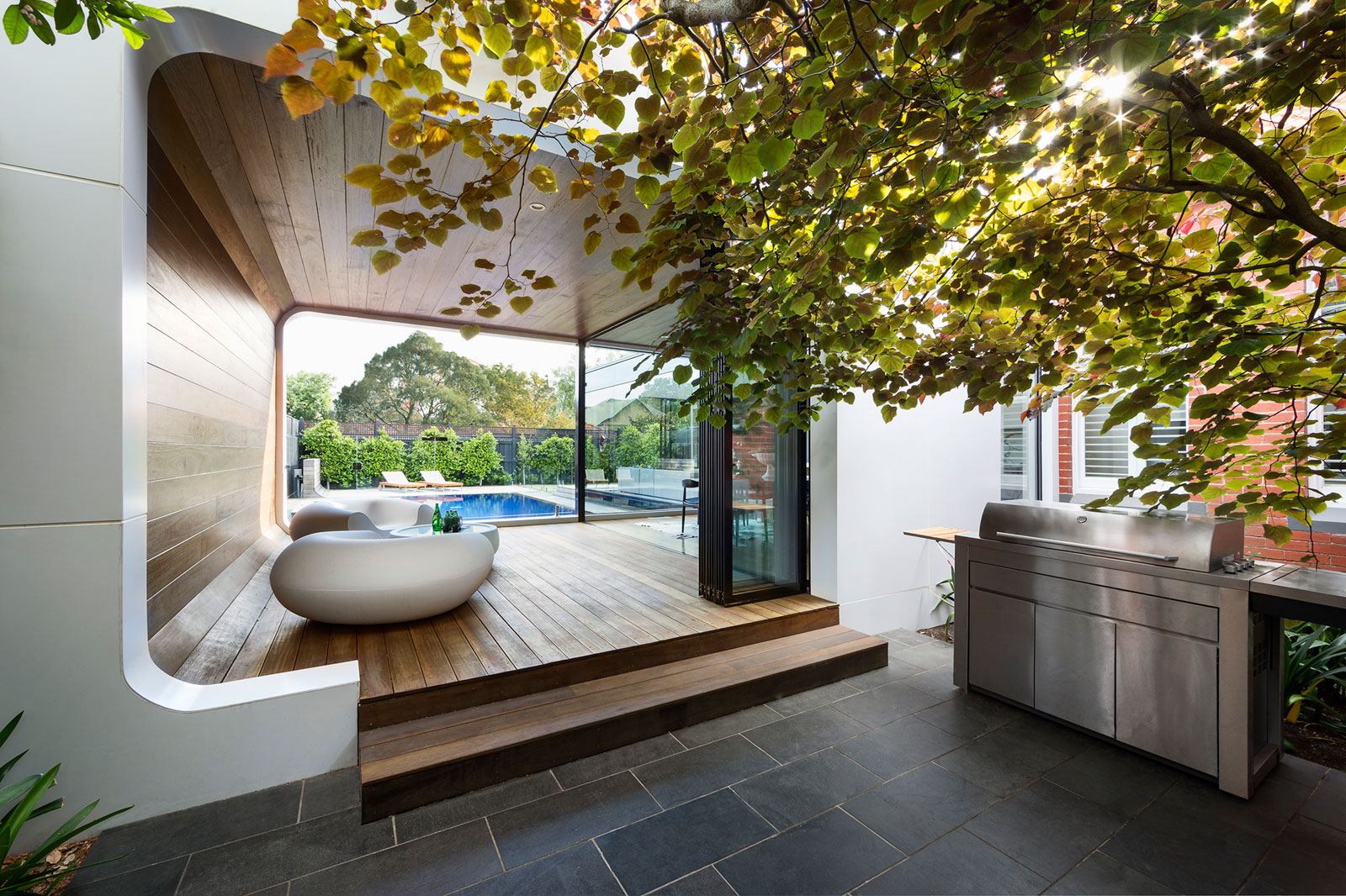 Curva-House-covered-extension