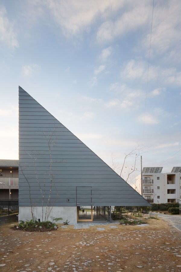 The unusual aesthetic of the roof influences the geometry of the entire house