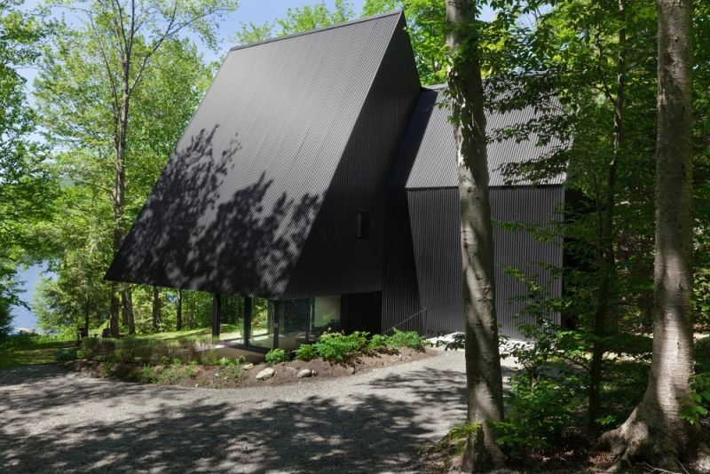 FAHOUSE in Quebec geometric shape