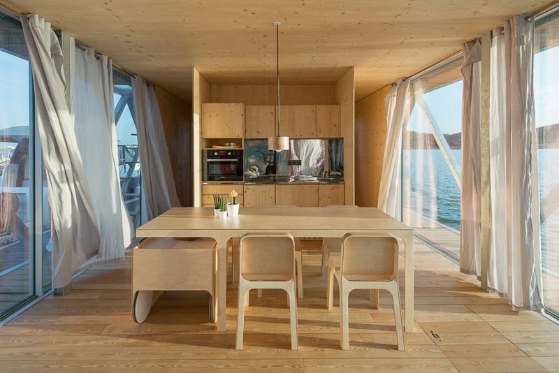 Floatwing kitchen and dining space