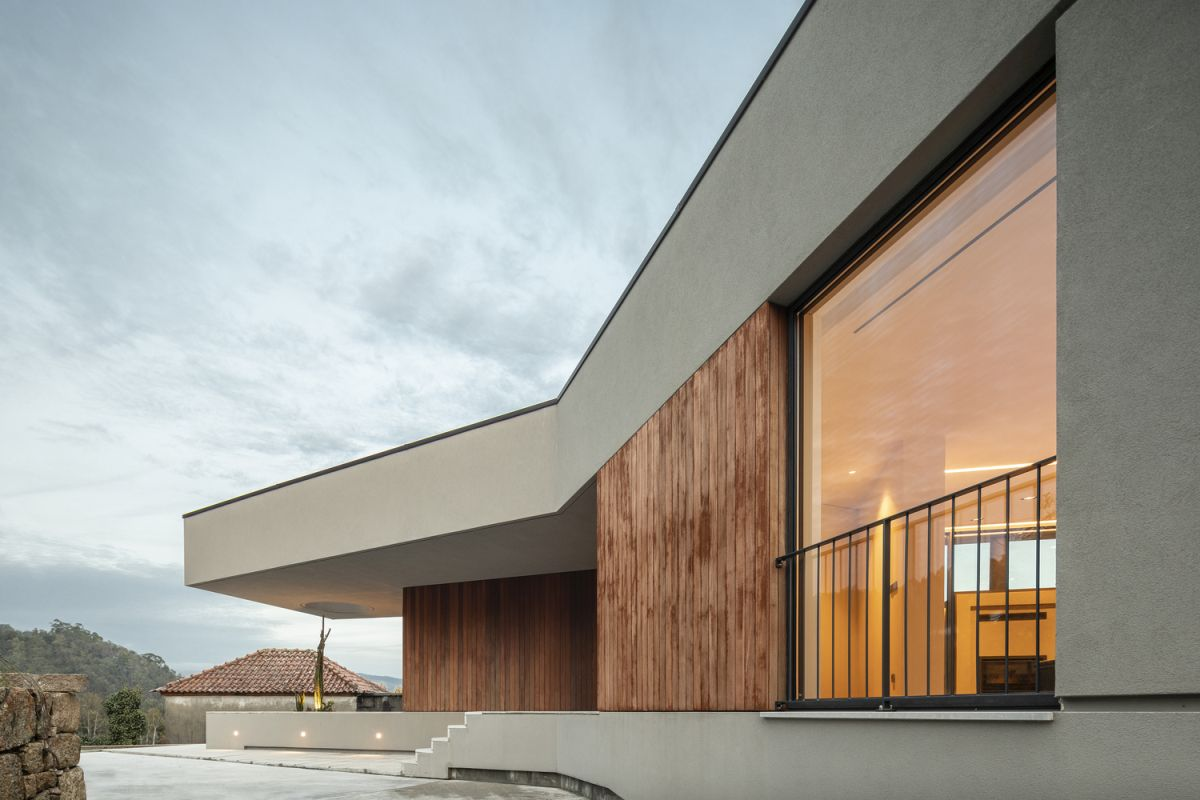 The openings are few but strategically-placed, usually in the form of patios and skylights