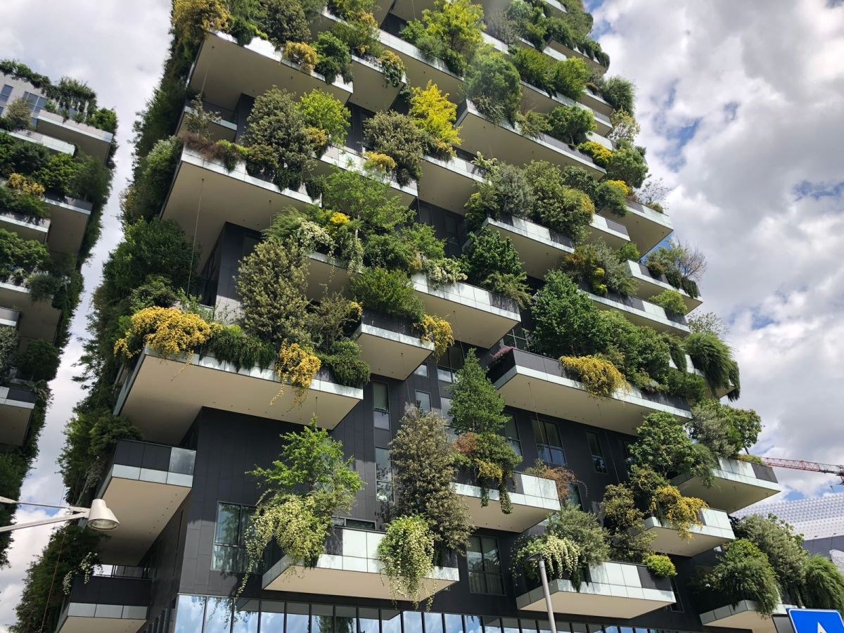 The exterior appearance of the two towers is constantly evolving thanks to the ever-changing greenery