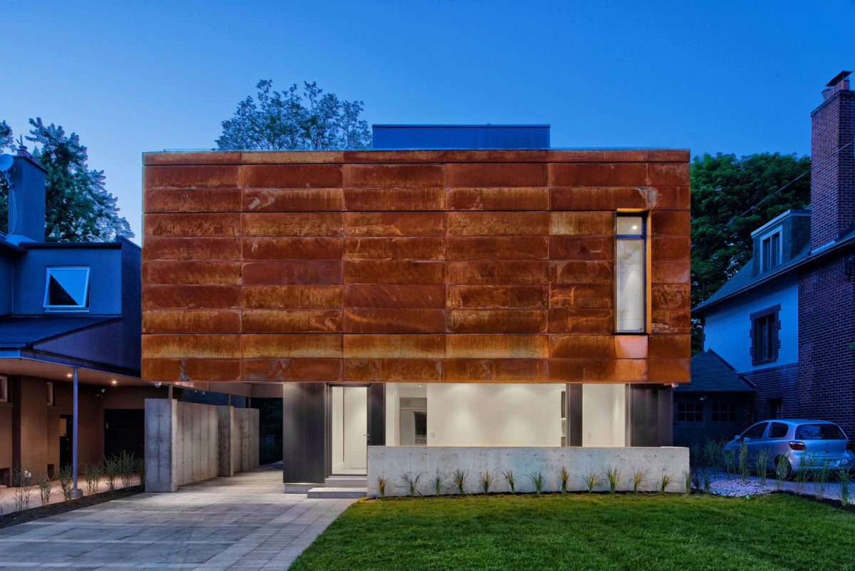 Heathdale Residence in Toronto front facade and entrance