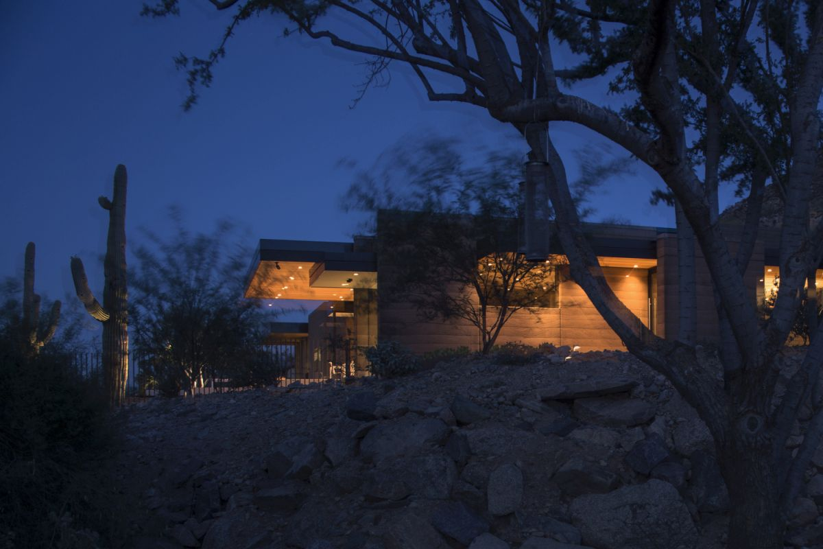 The rugged landscape suits the character of the house and allows it to be a peaceful and cozy retreat