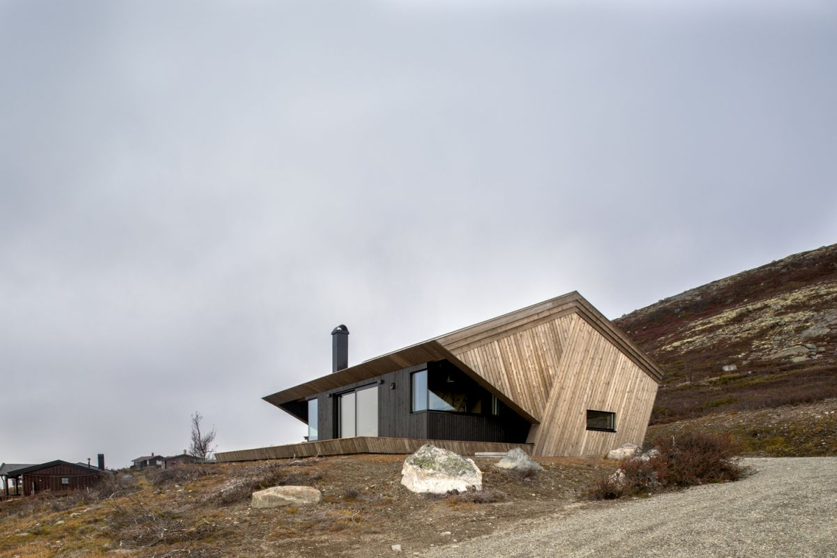The protecting hood is both practical and aesthetically pleasing, giving the cabin a sculptural appearance