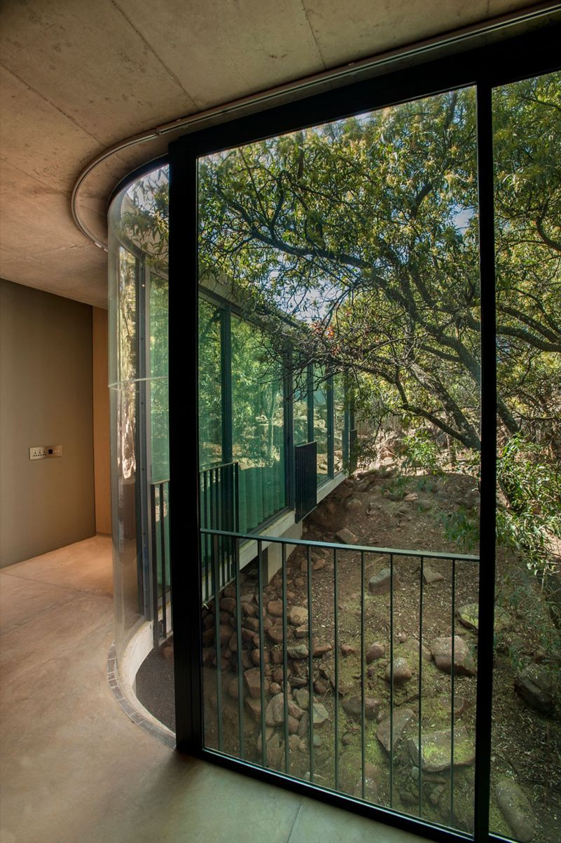 House Gauche curved wall