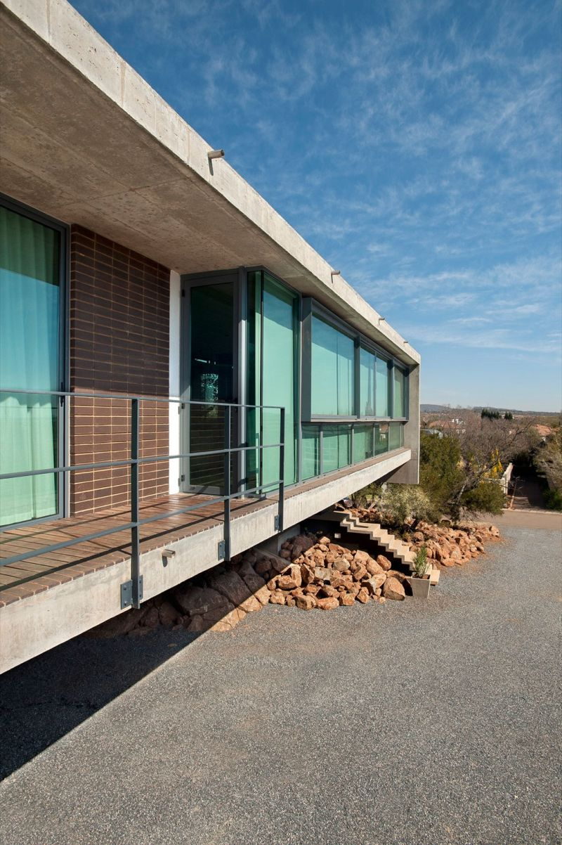 House Gauche deck on rock formation