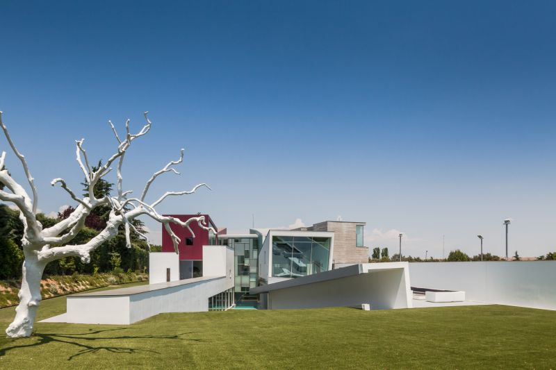 House H in Madrid sloped site