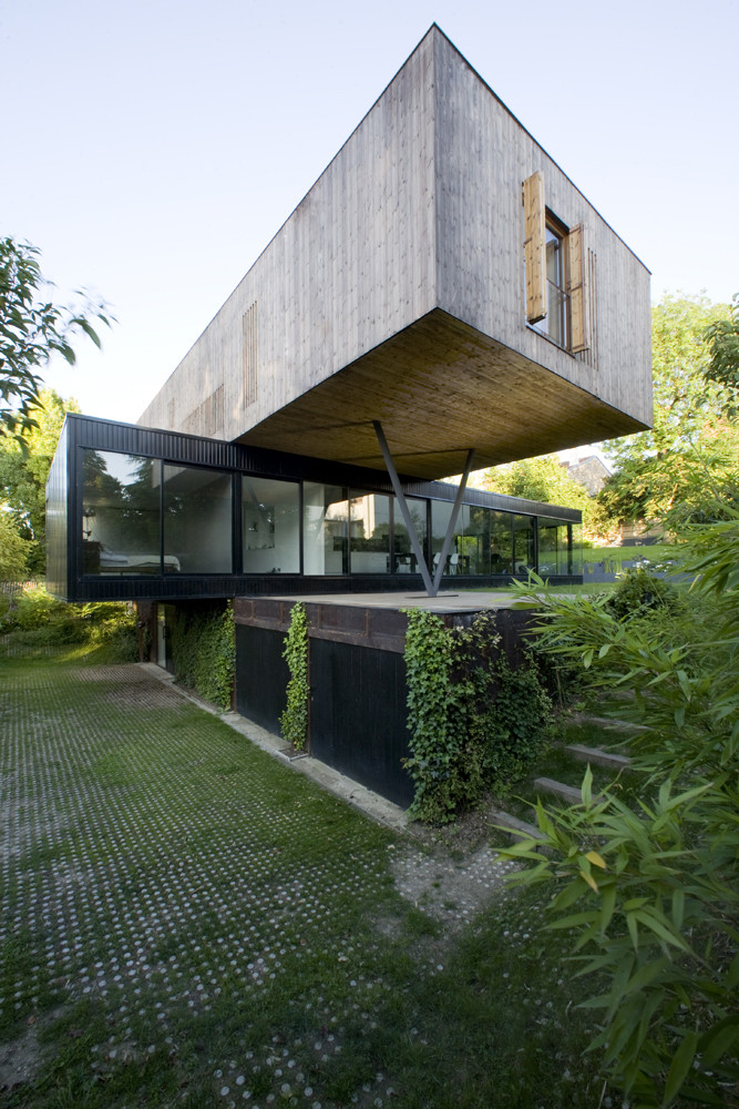 House In Sèvres Stacked Volumes by Colboc Franzen & Associés