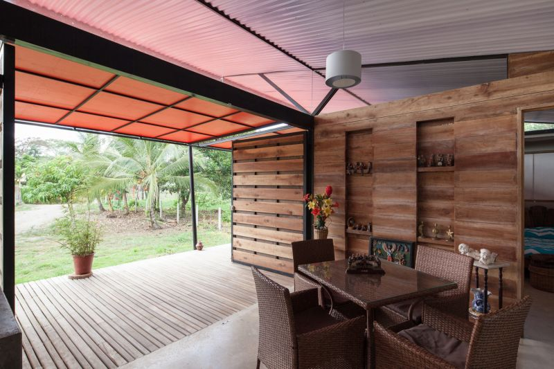 House V dining and deck