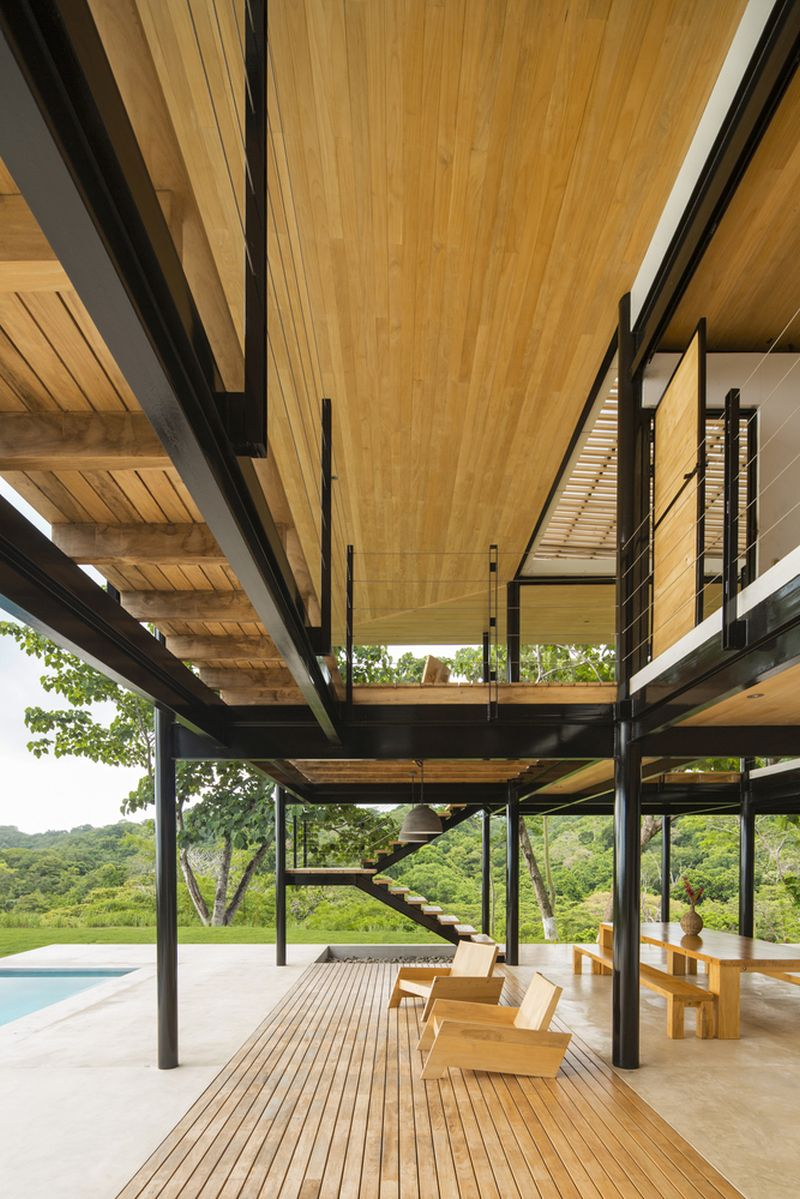 House between the ocean and the jungle deck and roof