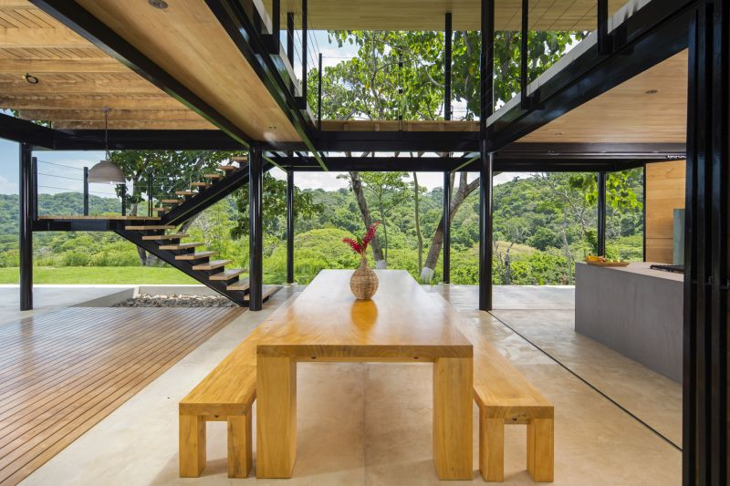 House between the ocean and the jungle dining area