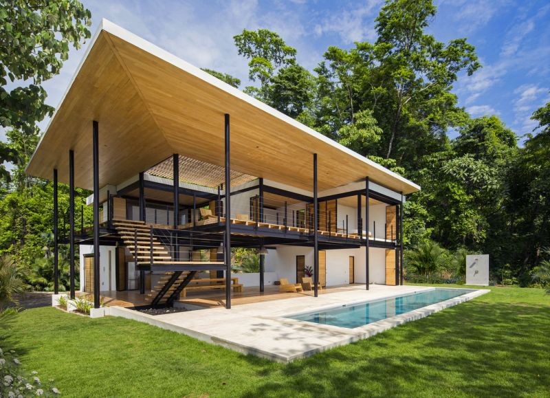 House between the ocean and the jungle facade and pool