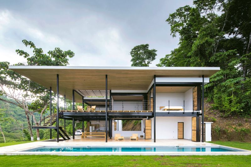House between the ocean and the jungle facade