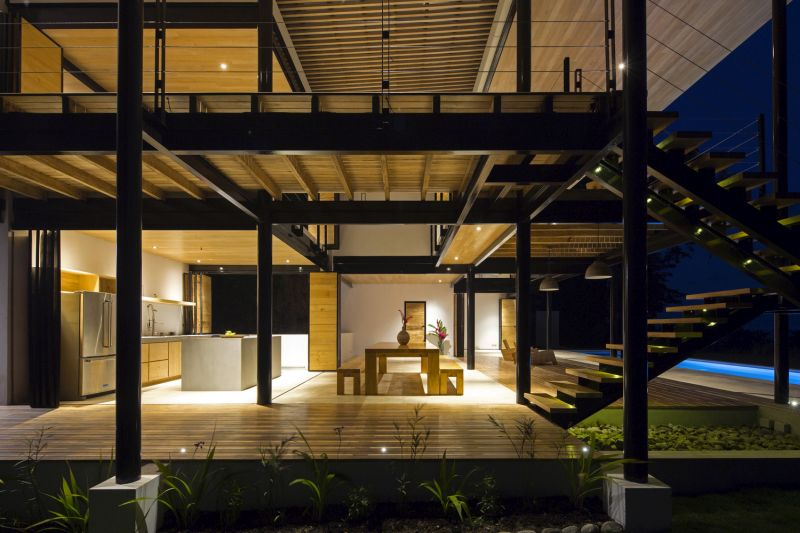 House between the ocean and the jungle interior spaces