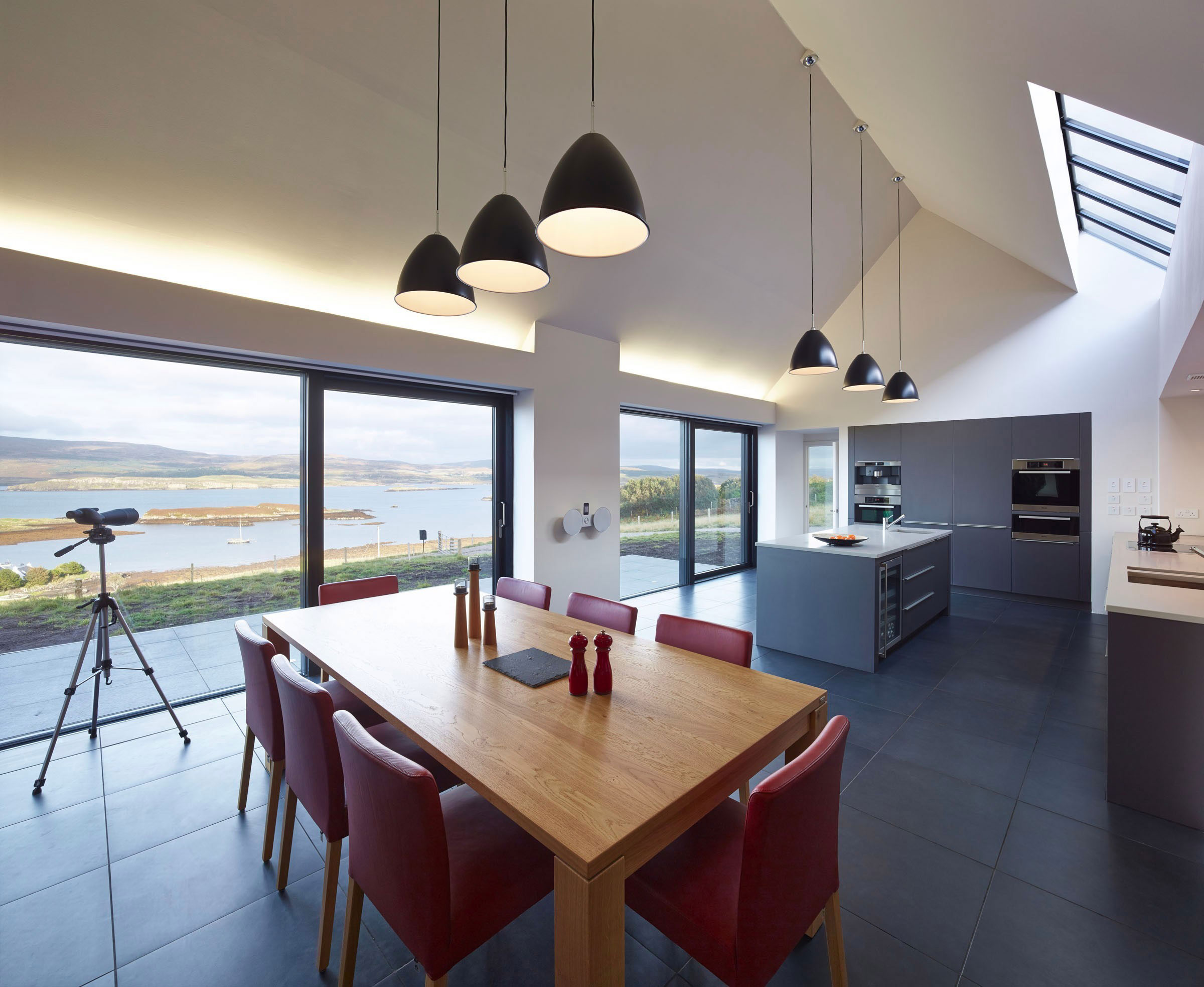 House-in-Colbost-dining-area