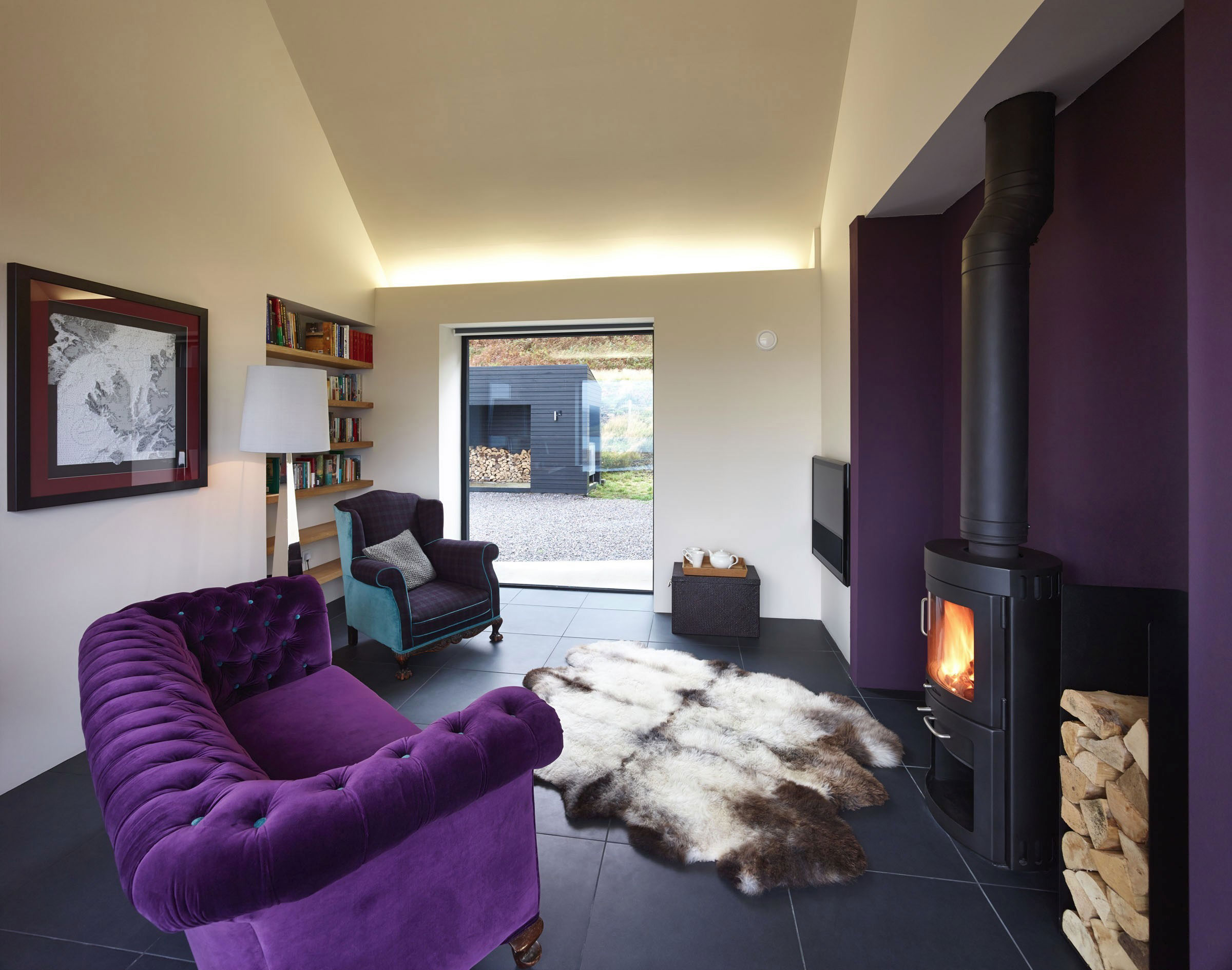 House-in-Colbost-small-lounge-area