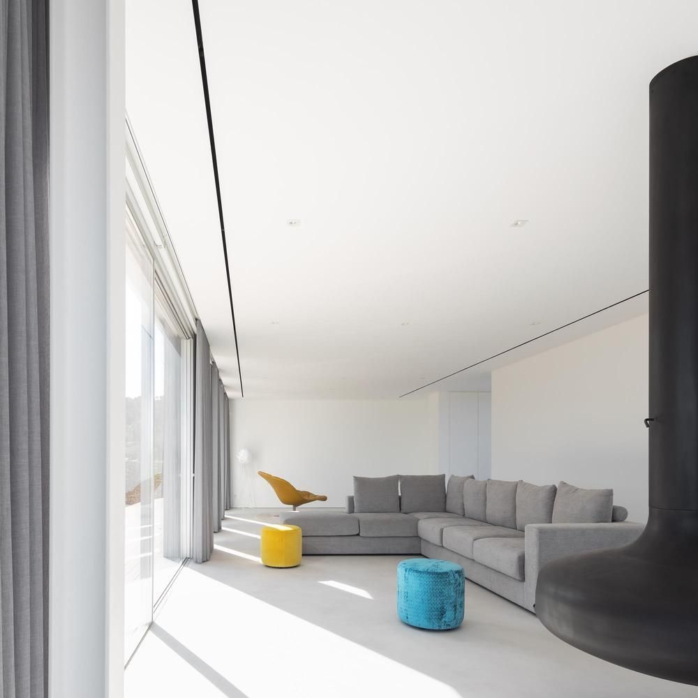 The interior design is simple, bright and very welcoming thanks to the harmonious palette of colors and finishes