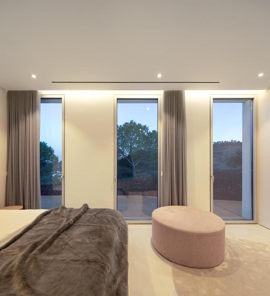 A set of tall and narrow windows open up the bedroom to the wonderful panorama while maintaining an intimate ambiance
