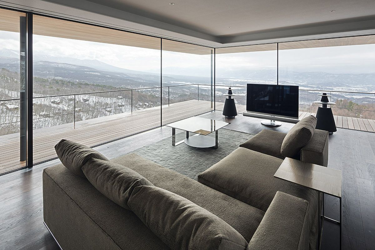 Because basically all the exterior walls are made of glass, there's virtually no wall-mounted furniture in the living area