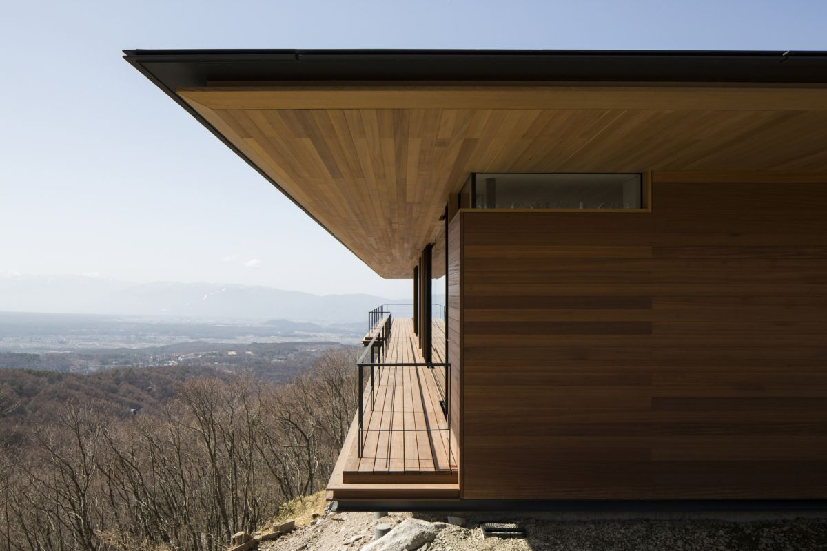In order to make the most of the panoramic views, the architects gave the house not only large windows but also a series of open terraces