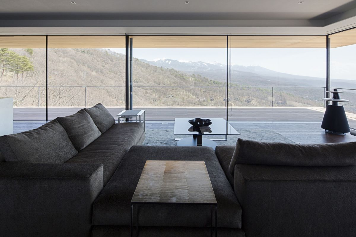 The interior design and layout of the spaces are also meant to maximize the scenery and to let nature inside