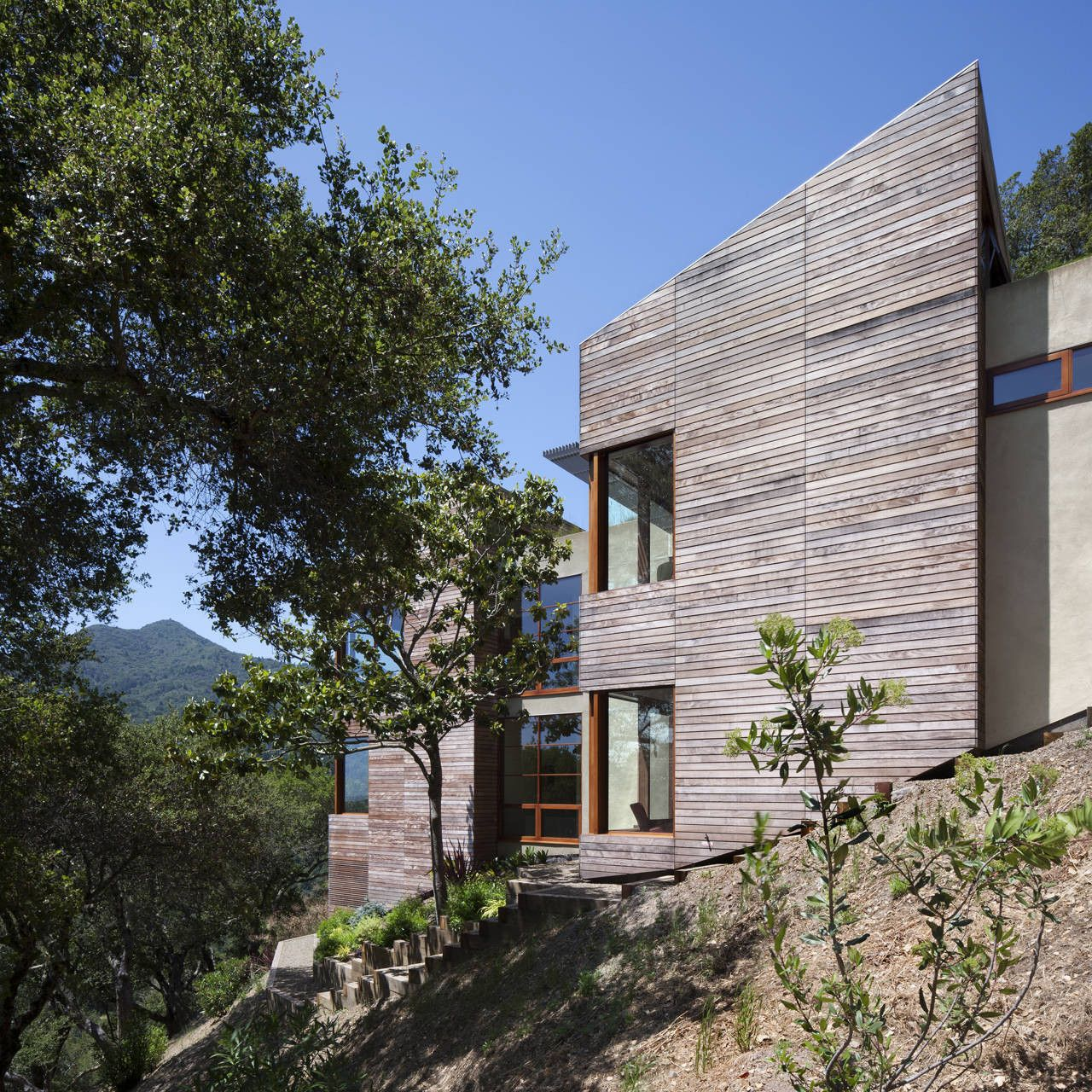 House with spectacular views Angle