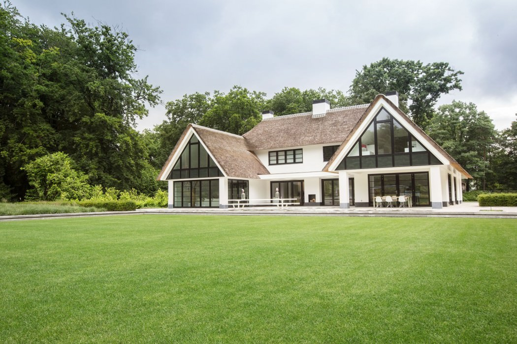 Huizen-modern-country-home-exterior-overview