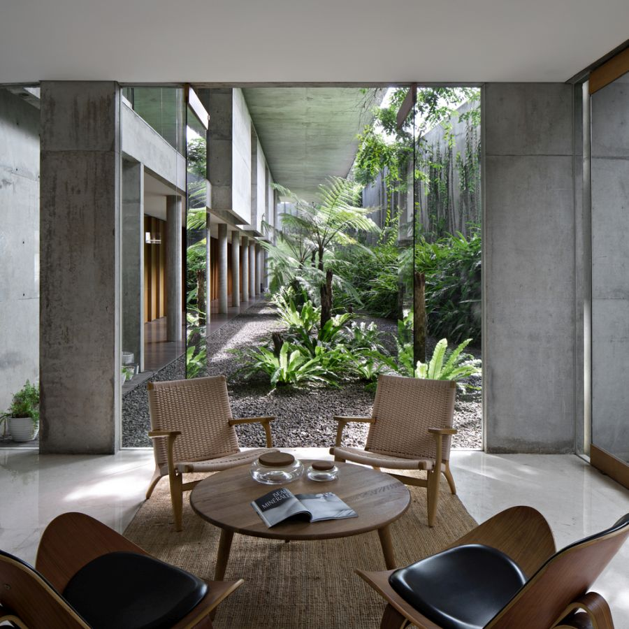 The indoor areas and especially the ground floor ones open onto the exterior and engage their surroundings