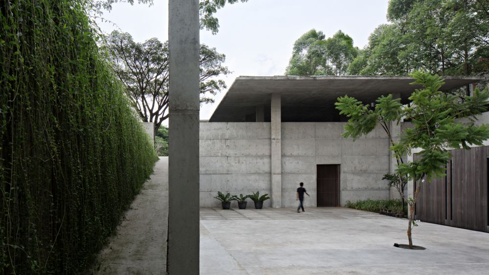 The sloping terrain was seamlessly incorporated into the design of the house and all its components